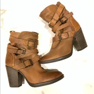 STEVE MADDEN YALE BELTED ANKLE BOOTIE COGNAC 7